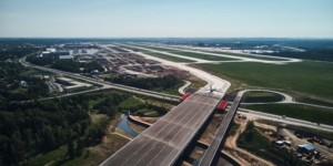 Мост для самолётов в московском аэропорту Шереметьево окрасено с материалами Нор-Маали